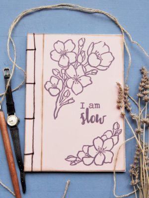 Quaderno I Am Slow sopra